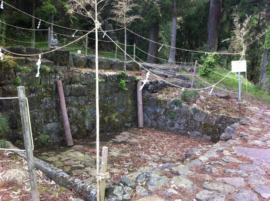 村山浅間神社水垢離場1